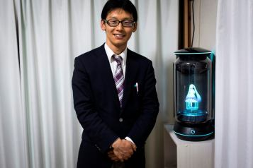 afp-japanese-man-marries-a-hologram-2